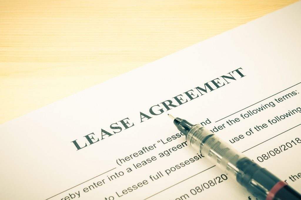 lease agreement papers