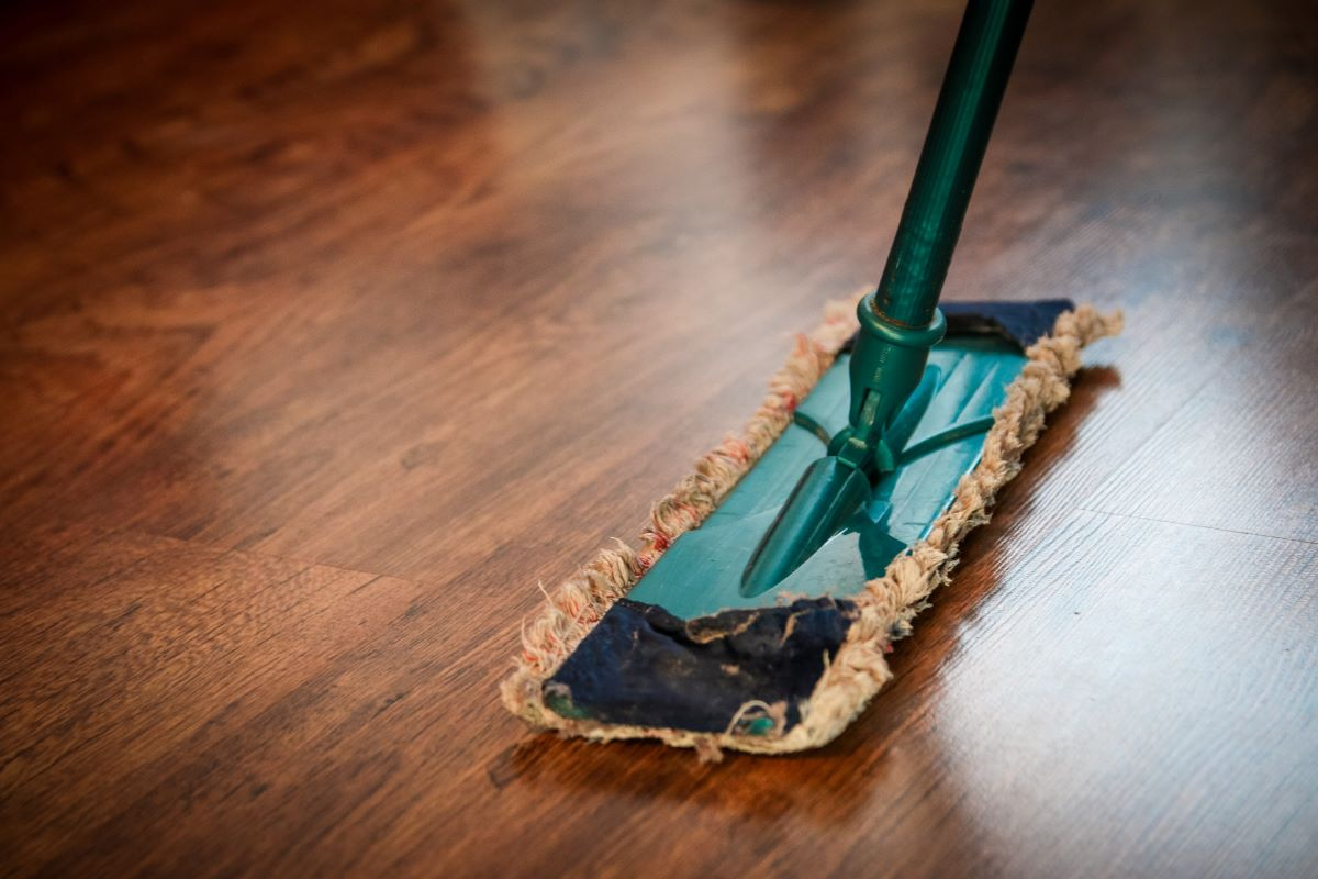 cleaning service mop floor