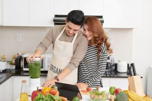 couple making a smoothie